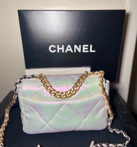 CHANEL 21P 19 Flap Bag Small Medium